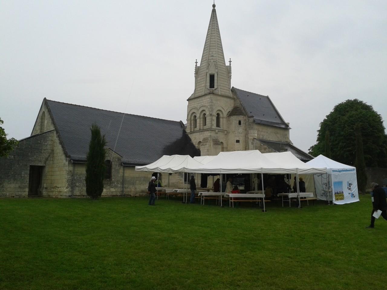Terrasse église de Parnay : espace restauration